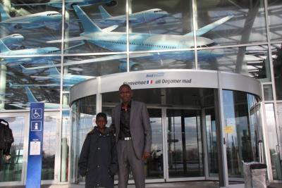 9.01.2014 - Amirou et le Dr. Diarra arrivent à Guipavas