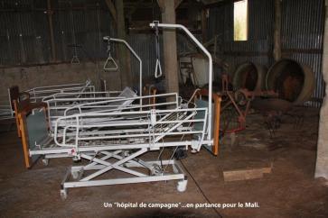 Un hôpital de campagne en partance pour le Mali